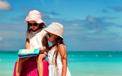 How to Save Money When Traveling With a Family