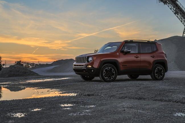 2015-jeep-renegade-trailhawk-profile