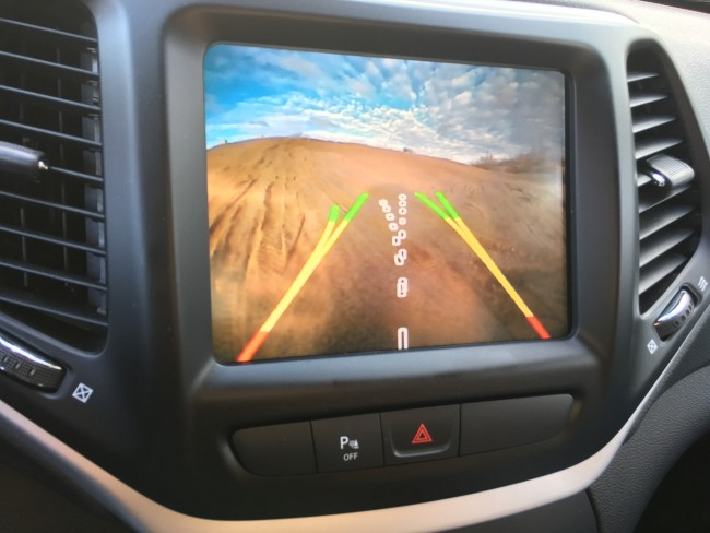 jeep-cherokee-trailhawk-2016-backup-camera