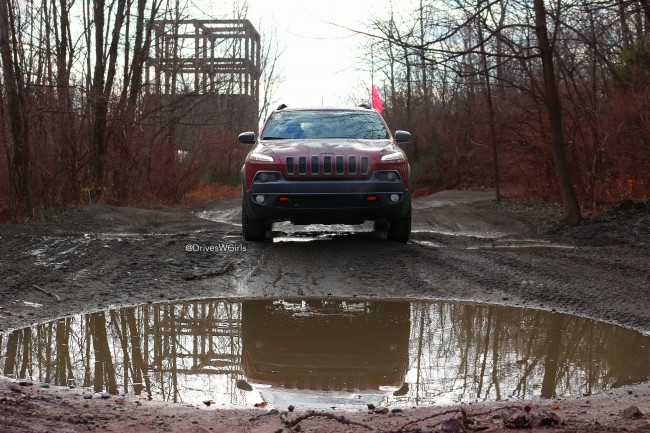 jeep-cherokee-trailhawk-2016-off-road
