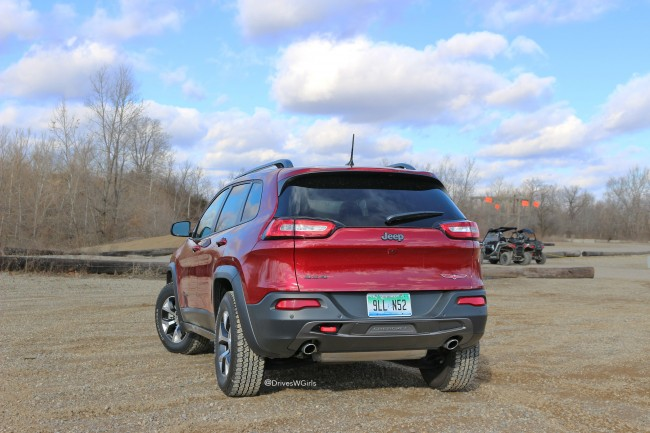 jeep-cherokee-trailhawk-2016-rear