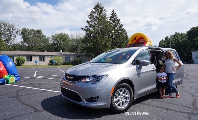 2017 chrysler pacifica review 14 life is poppin 39. Cars Review. Best American Auto & Cars Review