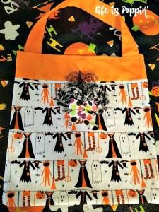 Easy DIY Halloween Trick-or-Treat Bags!